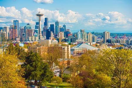 seattle skyline: Seattle Washington Skyline. Spring in the Seattle, WA, United States.