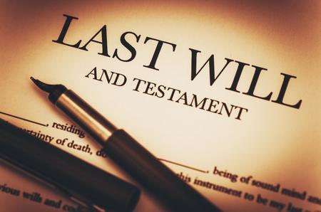 Last Will Document und Füllfederhalter Nahaufnahme Foto.