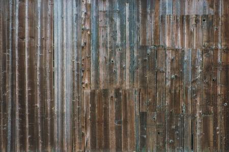 Fond de mur en bois de grange agé. Contexte de la photo murale des planches vieillies.