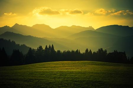 Scenic Mountain landschap bij zonsondergang. Franse Alpen Megève, Frankrijk Area. Stockfoto