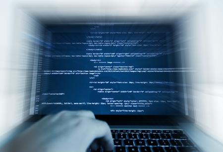 Web Design und Programmierung der Arbeit. Programmierung auf einem Laptop-Computer. Lizenzfreie Bilder