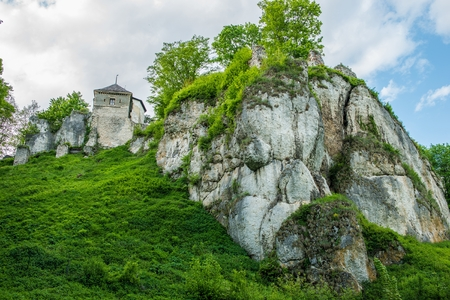 Ruins of Ojcow Castle in Ojcow Poland. Zamek w Ojcowie located near Cracow, Poland. 版權商用圖片