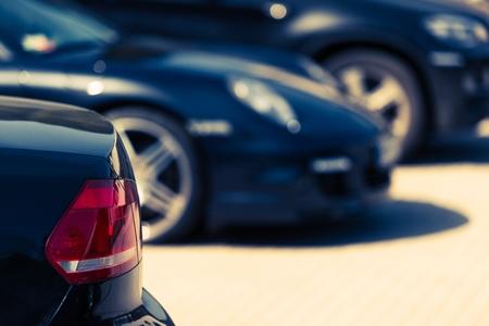 Luxury Cars For Sale-Konzept Foto. Auto-Händler-Lot. Geparkte Autos.