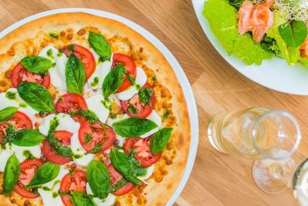 margarita pizza: Margarita Pizza Italiana. Pizza Lunch Closeup Photo. Italian Food.