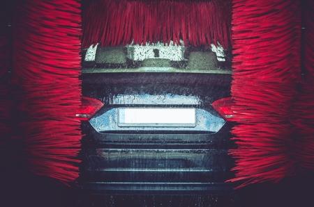 자동 브러시 세차. 자동차 세척 근접 촬영입니다.