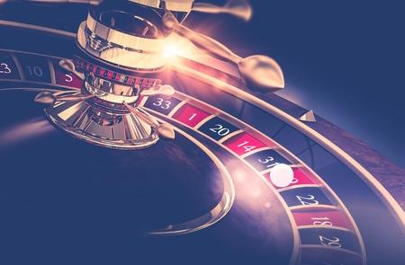 Casino Roulette-Spiel. Casino Gambling Konzept 3D-Darstellung machen. Das Glücksrad. Standard-Bild