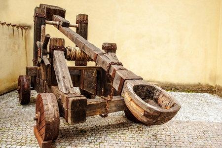 Wooden Medieval Catapult Ballistic Device. Ancient Military Technology 版權商用圖片