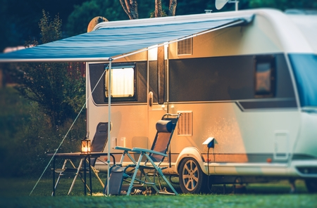 Travel Trailer Caravaning. RV Park Camping at Night. Archivio Fotografico