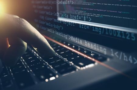 Web 開発の仕事の概念。HTML CSS プログラミング仕事。プログラマーは、彼のラップトップ コンピューターの概念に取り組んでいます。 写真素材