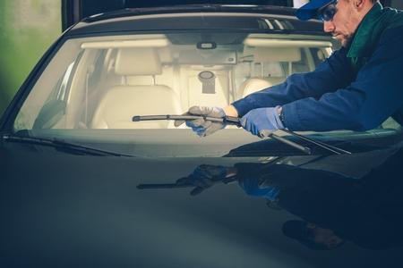 windscreen wiper: Windscreen Wiper Replacement by Professional Auto Service Technician Stock Photo