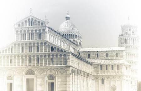 cristianismo: Torre inclinada europea famosa de Pisa en Italia norteña.