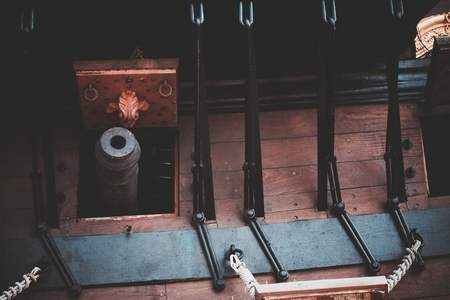 Wooden Spanish Galleon and the Iron Cannon Closeup.  Standard-Bild