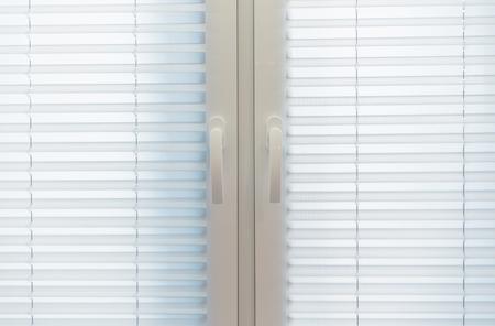 ホーム インテリア ブラインド。白い布ブラインド 写真素材