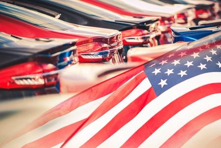 acheter américaine made motors soutenir le concept de l & # 39 ; économie américaine avec des voitures et usa flag