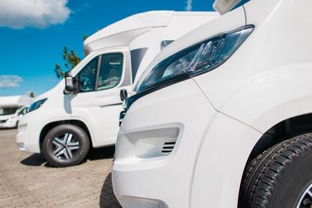 Brand New Camper Vans For Sale on the Dealership Lot. Banque d'images