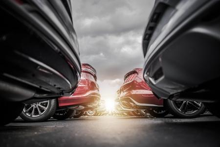 자동차 대리점 신규 및 중고 차량 재고. 자동차 산업 컨셉 사진