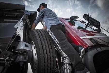 Caucasian Driver in His 30s Preparing His Semi Truck For the Next Business Commercial Trip. Standard-Bild