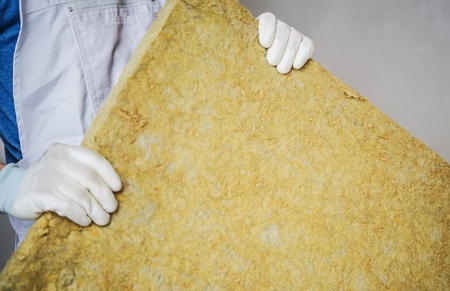 Mineral Wool Insulating Material in Hands of Construction Worker. Imagens