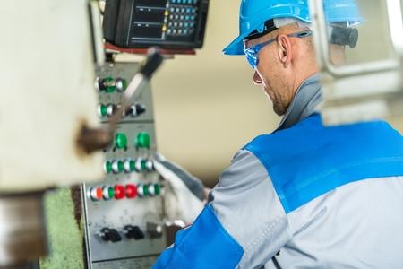 Metalworking Industry Work> Caucasian Machinery Operator in His 30s. Reklamní fotografie