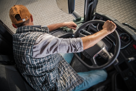 Learning Truck Driving CDL. Commercial Driving License School. 免版税图像 - 112036197