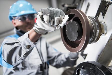 Manual Lathe Caucasian Operator. Metalworking Industry. Banco de Imagens
