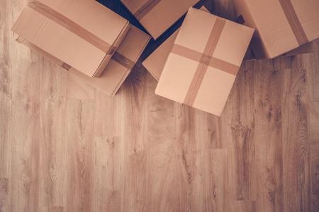 Cardboard Moving Boxes on Hardwood Floor. Living Old Apartment. Zdjęcie Seryjne