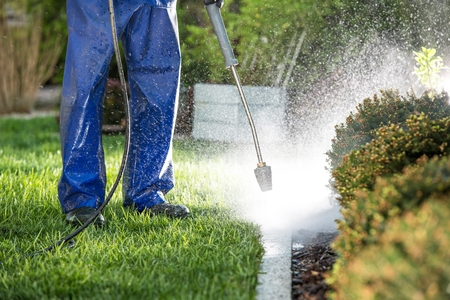 Power Washing Garden Elements Using Pressure Washer. Modern Cleaning Technologies. 版權商用圖片