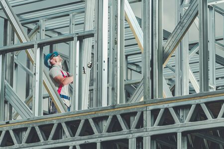 Construction Worker on Duty. Caucasian Men Building Steel Frame Building Structure. Industrial Theme. Imagens