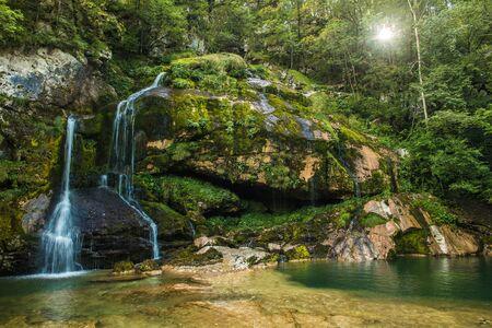 Scenic Virje Waterfall in Soca Valley, Slovenia. Summer Time Scenery. Imagens