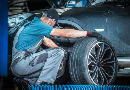 Modern Car Brakes Check by Professional Vehicle Mechanic. Dealership Repair Center. Automotive Industry. Imagens