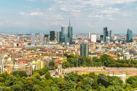 Stadt Mailand Italien. Sommerpanorama. Italienische Architektur.