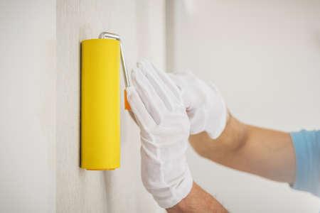 Vinyl Wallpapers Wall Application Using Squeegee Seam Roller. Apartment Renovation Theme. Reklamní fotografie