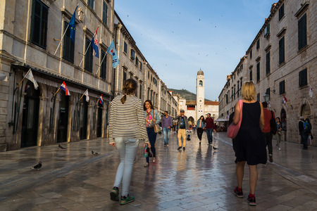 After the lull caused by the war in the 1990a s, Dubrovnik is once again considered one of Europes most exclusive destinations and tourists are now back in large numbers with cruise ships anchoring in the new harbour on an almost daily basis to bring in
