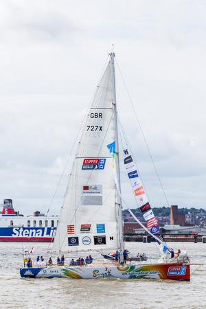 (今で 11 年目) 川 Mersey.The クリッパー レースでチーム三亜のクローズ アップは、70 フィートのオーシャン ヨットをレースの世界レース周り 40000 海里