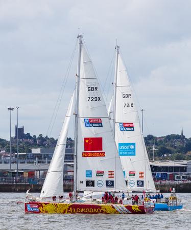 (今で 11 年目) Mersey.The クリッパー レースに 1 つの別の横にある青島とユニセフ クリッパー ヨット競争の 70 フィートのオーシャン ヨットを