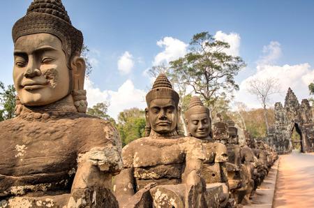 hinduism: templo de Angkor Wat de South Gate, Siem Reap, Camboya Khmer Hinduismo edificios de cultivo