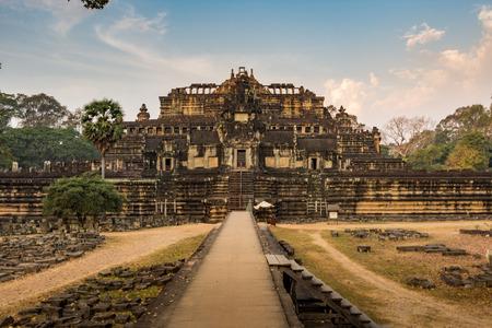 hinduismo: templo Baphuon Angkor Wat, Siem Reap, Camboya edificios de cultivo Hinduismo Khmer
