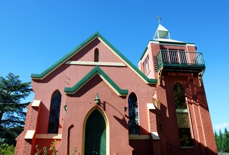 transformed: Antigua iglesia, transformado en un hogar