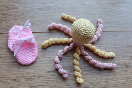 crocheted new born and premeture baby items.octopus with umbilical cord type feel