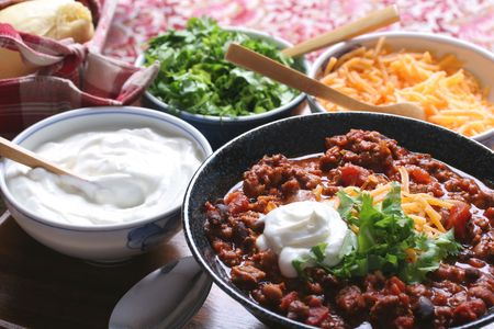 red chili pepper: Chili with cheese, sour cream, cilantro and homemade roll