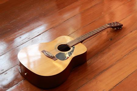 wood staves: happy guita