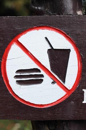 obedecer: No llevar comida y bebidas para comer.