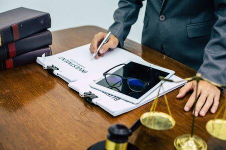 Legal Advisors provide business tax advice to clients. 版權商用圖片