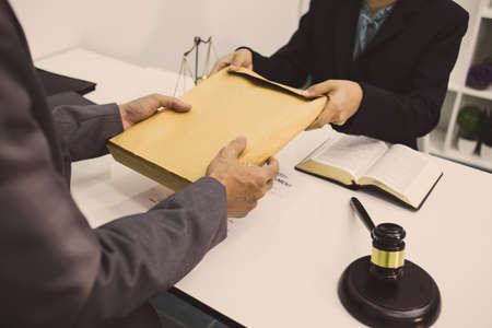 lawyer is presenting an envelope of evidence in the court case. Stok Fotoğraf
