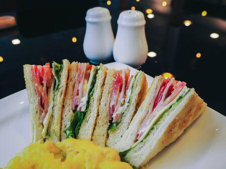Ham & Cheese Sandwich On a white plate Foto de archivo - 138084240