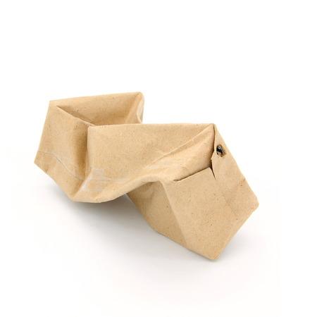 carton de leche: Arrugado de Brown cart�n de leche de papel aislado en el fondo blanco