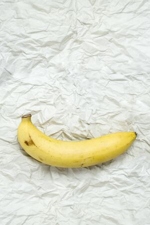 Ripe bananas ready to eat on crinkle paper Chic and interesting 写真素材 - 129971218