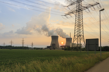 Nuclear power plant with power line Standard-Bild