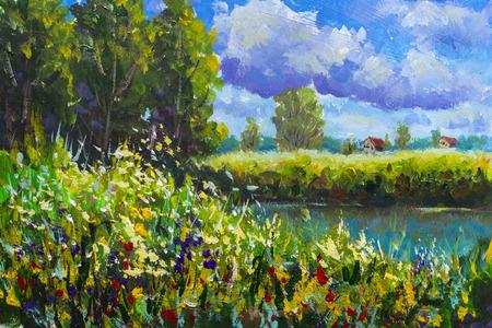 Rustikale ländliche Landschaft. Feld von hohem Gras und Blumen, Bauernhof ländliche Häuser mit einem roten Dach, großen Wolken, Fluss, Ufer, grünen Bäumen, Gras. Ländliche Sommerlandschaft mit Acrylöl auf Leinwandlandschaftsillustration