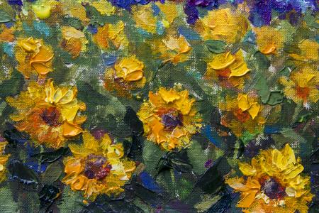 Impressionismus Sonnenblumen Spachtel Malerei. Feldgelb-orange Sonnenblumen auf dem Grün - ein strukturiertes Fragment eines Nahaufnahmeölgemäldes. Illustrationsblumen einer Sonnenblume auf einer Leinwandgrafik Standard-Bild